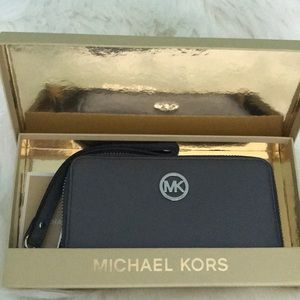 Michael Kors Leather Fulton Wristlet/Phone Case
